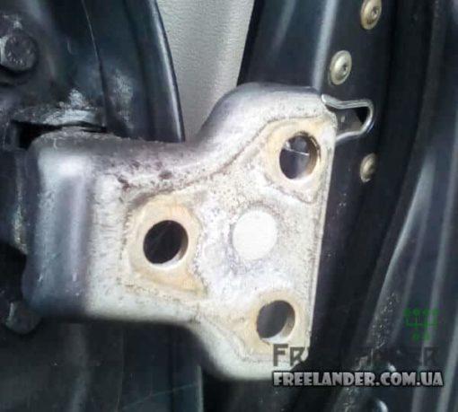 Петля дверей задніх лівих Land Rover Freelander 1998-2006