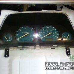 Щиток приладів (приборів) на Land Rover Freelander