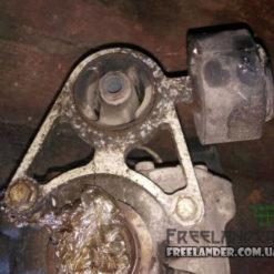 Права опора заднього редуктора для Land Rover Freelander KHC500080