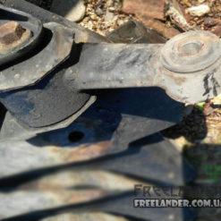 Фото Опора двигуна задня нижня Freelander 1 KKH102680 2.5 V6