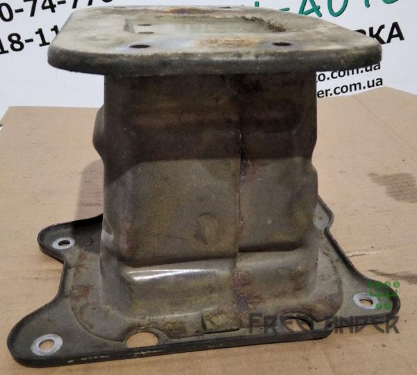 Кронштейн підсилювача бампера передній правий на Chevrolet Captiva C100 2006-2011, 96858967