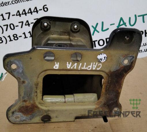Фото Купити кронштейн підсилювача бампера передній правий на Chevrolet Captiva C100 2006-2011, 96858967